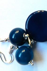 Delikatny zestaw biżuterii z granatowymi agatami...