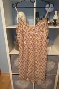 Złota cekinowa sukienka