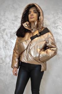 Złota pikowana kurtka z torebką nerką...