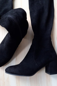 Czarne zamszowe kozaki za kolano...