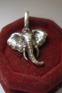 Srebrna oryginalna zawieszka w kształcie głowy słonia 7 gr
