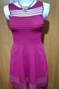 Piękna elastyczna sukienka