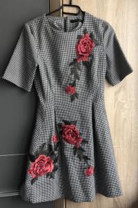 Sukienka w kształcie litery A w kratkę z różami Reserved...