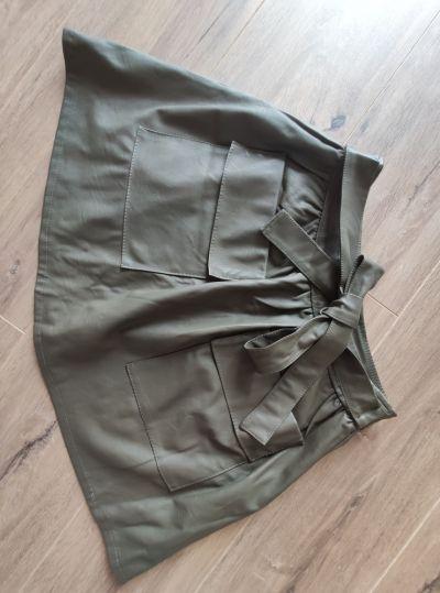 Spódnice Spódnica skórzana krótka rozkloszowana zielona khaki czarny rozmiar S