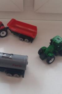 Trzy traktorki...