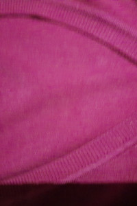 sweter fioletowy w serek...