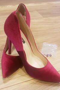 Amarantowe rubinowe welurowe szpilki