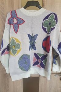 Piekny kolorowy sweter...