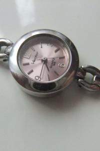 śliczny kwarcowy zegarek damski Vector Japan...
