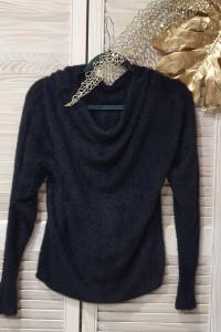 Alpakowy sweter w kolorze czarnym
