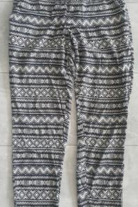 Spodnie materiałowe w azteckie wzory H&M...
