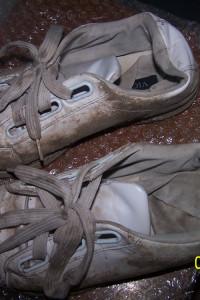 Zużyte sportowe buty używane fetysz