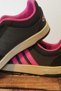 buty sportowe firmy adidas...