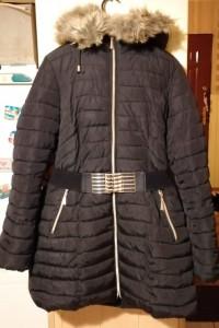 Długa zimowa kurtka z paskiem...