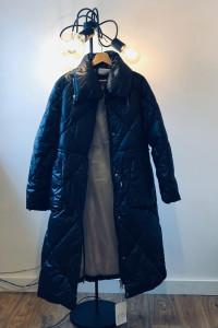 Czarny płaszcz pikowany XL