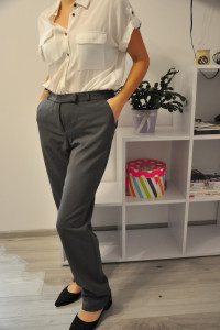 Szare eleganckie spodnie Bon Prix...