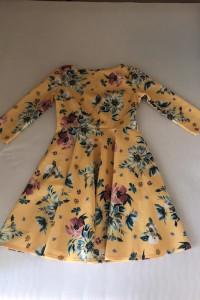 sukienka w żółte kwiaty...