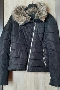 C&A asymetryczna czarna kurtka zimowa futerko