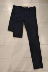 Granatowe męskie spodnie...
