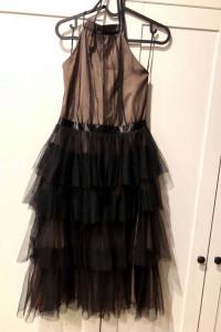 Śliczna sukienka z tiulem...