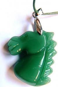 Zielony Jadeit chiński rzeźbiony unikatowy wisiorek z koniem