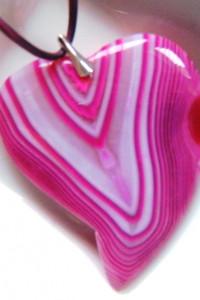Różowo biały agat pasiasty i srebro wisiorek serce