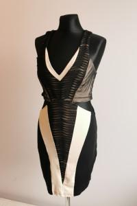 Czarno beżowa sukienka z wycieciami...