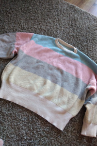 Kolorowy sweter...