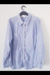 Koszula w błękitne paski...