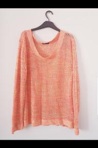 Kolorowy pleciony sweterek...