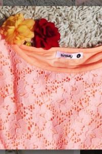 Sukienka Sinsay L40krótki rękaw morelowakoronkowa...