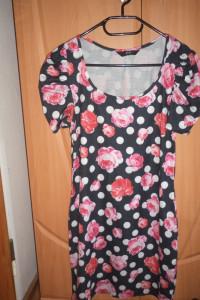Sukienka kwiaty rękawy bufki