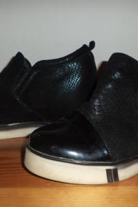 Czarne botki koturny