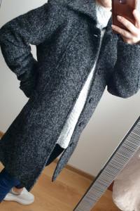 Szary płaszcz z wełną o prostym kroju rozmiar XS S