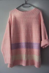pastelowy miesisty sweterek...