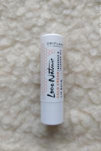 Ochronny balsam do ust z woskiem pszczelim i olejkiem migdałowym