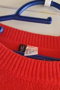 h&m czerwony sweterek...
