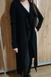 Długi czarny sweter...