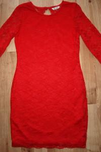 Czerwona koronkowa 11 12 lat