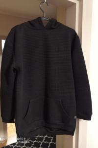 Czarna bluza kaptur