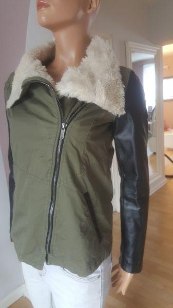 Odzież wierzchnia kurtka ramoneska kożuszek khaki S