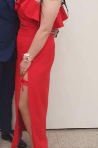 Sukienka na jedno ramię...