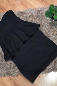 Czarna sukienka mini z baskinką i dekoltem w serce...