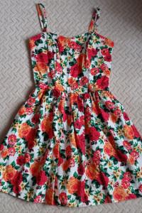 Cudna sukieneczka w kwiaty rozm 36
