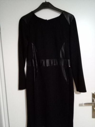 Suknie i sukienki Czarna sukienka z wstawkami z ekoskory