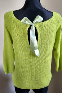 Sweterek z kokardą zielony
