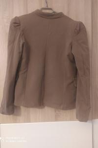 Kremowo brązowy żakiet ze stylowymi guziczkami