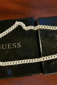 Ładny łańcuszek z serduszkiemże guess...