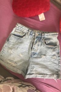 krótkie jeansowe spodenki...