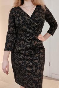 Elegancka sukienka ołówkowa z V dekoltem żakardowy wzór M...